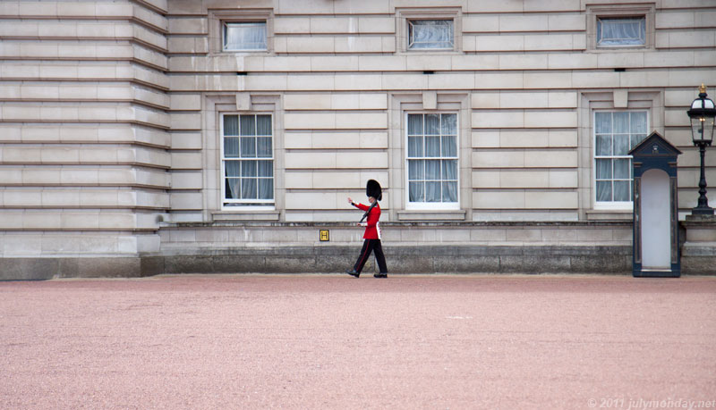 The Brave Tin Soldier at Buckingham Palace